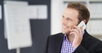 Besonders geschäftstätige Personen sind auf ein Mobiltelefon angewiesen. Das geht auch trotz negativer Schufa